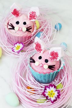 Muffins machen sich an Ostern toll, deshalb zeige ich dir 2 kreative Oster Muffin Rezepte inklusive Deko Ideen für Ostern. Mehr Rezepte gibt's auf dem Blog!