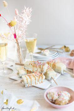 Brownie-Cheescakes am Stiel – bunte Cake Sticks zur Geburtstagsparty - feiertäglich...das schöne Leben Cake, Beautiful Life, Nice Asses, Kuchen, Torte, Cookies, Cheeseburger Paradise Pie, Tart, Pastries