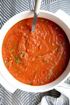 With fresh roasted tomatoes, garlic, caramelized onions, and basil, this delicious Homemade Tomato Basil Soup Recipe is easily enjoyed year-round. Roast Tomato Soup Recipe, Homemade Tomato Basil Soup, Roasted Tomato Soup, Tomato Soup Recipes, Vegetable Recipes, Oven Roasted Tomatoes, Cooking Recipes, Healthy Recipes, Healthy Soup