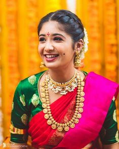 Pintrest :Angie chyi wedding engagement hairstyles 2019 - wedding and engagement 2019 South Indian Bride Hairstyle, Indian Wedding Hairstyles, Hairstyle Wedding, Half Saree Designs, Bridal Blouse Designs, Saree Hairstyles, Bride Hairstyles, Quiff Hairstyles, Hairstyles 2018