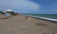 Пляж возле Евпатории. 18 июня 2014.Очень многолюдно))).