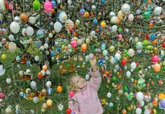 The Easter Tree tradition was started by Volker and Christa Kraft, from Saalfeld , Germany. Every year they decorate their Easter Tree with thousands of Easter Eggs Hoppy Easter, Easter Eggs, Easter Hunt, Egg Tree, Easter Egg Designs, Easter Ideas, Diy Ostern, Easter Tree, Easter Celebration