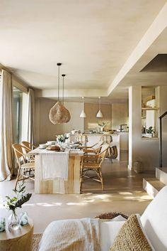 Decor mediteraneean și natural într-un apartament pe două niveluri din Spania | Jurnal de Design Interior Blog Deco, Dining Room Design, Beach House, Indoor, Rustic, Table Decorations, Living Room, Inspiration, Furniture