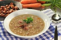Basic Navy Bean Soup and more recipes Bean And Vegetable Soup, Ham And Bean Soup, Ham Soup, Vegetable Soup Recipes, New Cooking, Cooking Recipes, Navy Beans And Ham, Cooking Mashed Potatoes, Guatemalan Recipes