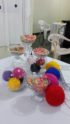 Bola de isopor coberta de lã dentro de uma bola transparente - Castorina Srna