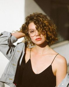 New hair cuts curly natural curls ideas Permed Hairstyles, Hairstyles With Bangs, Trendy Hairstyles, Straight Hairstyles, Feathered Hairstyles, Wedge Hairstyles, Bangs Hairstyle, Hairstyles 2018, Black Hairstyles