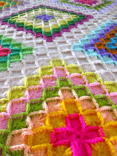 This Wool Eater blanket looks so very complicated, but Sarah London's instructions make it seem easy. The colors are quite inspiring, and the texture is to die for!