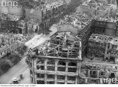 Остов будівлі універмагу на розі Хрещатика та Лютеранської.Київ.1941