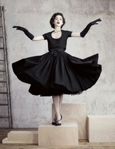 Vintage Dress, Dior or Marion Cotillard - anyone know?  We all agree it is beautiful!