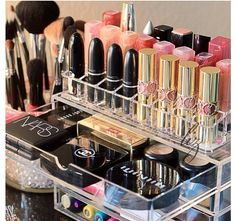 I need this organiser (and all the makeup in it!) LOVE IT!
