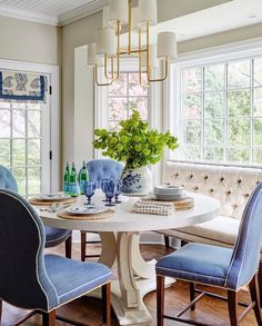 Dining Room Sets with Banquette Best Of Blue and White Breakfast Table with Upholstered Banquette Dining Room Sets, Dining Room Design, Kitchen Design, Dining Area, Sweet Home, Home Modern, Modern Living, Dining Room Inspiration, Kitchen Nook