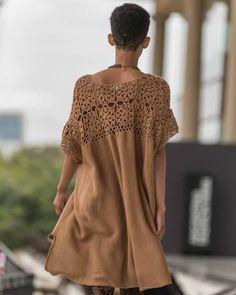 Crochet Yoke, Form Crochet, Crochet Blouse, Beautiful Blouses, Knit Fashion, Cold Shoulder Dress, Knitwear, Tunic Tops, Fashion Dresses