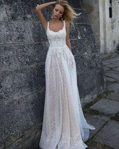 Простое свадебное платье кружево фото Оксана Муха Penelope салон ЖениховНет