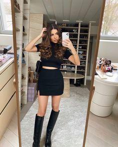 Teen Fashion Outfits, Womens Fashion, Negin Mirsalehi, Outfit Invierno, Parisian, Leather Skirt, Dressing, Mini Skirts, Luxury Fashion