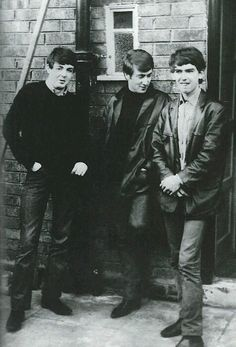 George Harrison, John Lennon and Paul McCartney outside McCartney's Liverpool home in 1961 Ringo Starr, George Harrison, The Beatles, Beatles Photos, Beatles Poster, John Lennon, Davy Jones, Paul Mccartney, Great Bands