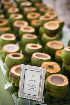 Costa Rica Wedding Ideas - Food & Beverage - Use Coconuts for your tropical wedding. Add delicious drinks (Signature Cocktails, Pina Coladas), Eat (Soups, Appetizers) in them! Mr Mrs, Coconut Cups, Coconut Drinks, Coconut Water, Coconut Shell, Puerto Rico, Filipino Wedding, Colombian Wedding, Welcome Drink