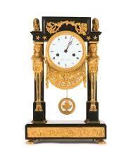Reloj de sobremesa francés Directorio-Imperio en bronce dorado y mármol negro, de finales del siglo XVIII-principios del siglo XIX