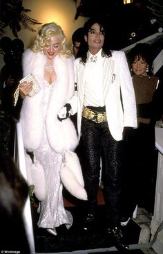 Pin for Later: 81 Unforgettable Looks From the Oscars Red Carpet Madonna at the 1991 Academy Awards The singer, pictured here with Michael Jackson, wore Bob Mackie. Paris Jackson, Bob Mackie, Lisa Marie Presley, Michael Jackson 1991, Robes D'oscar, Best Oscar Dresses, Oscar Gowns, Vestidos Oscar, Mtv
