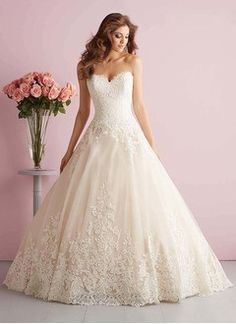 Ball-Gown Strapless Sweetheart Court Train Tulle Wedding Dress With Appliques Lace