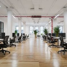 An expansive workspace perfect for you and your team! #nyceventspace #privateeventspace #eventspacerental #nyceventplanners #EventPlanning #EventPlanningny #nyclocationscout #nycvenues #locationscout #locationscouting #spaceinmotion #events #design #eventspace #photooftheday #eventdesign #decor #scout #locations #manhattan #nyc #newyork Event Space Rental, Location Scout, Daily Cleaning, Waiting Area, Lounge Areas, Event Design, Conference Room, Loft, Manhattan Nyc