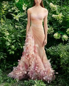 Marchesa Spring 2020 RTW ✨💐 You can always depend on Marchesa for romantic gowns leaning towards nature's flowers 🌸, Evening Dresses, Prom Dresses, Formal Dresses, Wedding Dresses, Pageant Gowns, Club Dresses, Beautiful Gowns, Beautiful Outfits, Beautiful Models