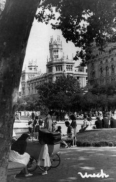 Niñeras en el Paseo del Prado, 1947. Foto Urech