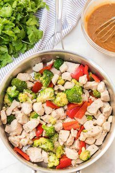 Easy Thai Peanut Chicken Family Fresh Meals, Easy Family Dinners, Quick Easy Meals, Family Recipes, Yummy Chicken Recipes, Healthy Dinner Recipes, Easy Recipes, Thai Peanut Chicken, Chicken And Vegetables