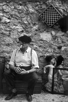 Richard Kalvar -  Provence-Alpes-Côte d'Azur. Marseille. CESAR, French sculptor. 1978. Provence, Work In New York, French Sculptor, Become A Photographer, Moving To Paris, Great Photographers, Magnum Photos, Street Photo, Photographs
