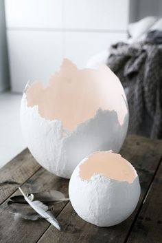 Easter eggs (made with balloon and paper mache?) or plaster? Easter eggs (made with balloon and paper mache?) or plaster? DIY gipsägg av Caisa K. Beskrivning finns i ett tidigare inlägg. (Tutorial for… Learn The Craft Of Papier Mache With 15 Delicate Easter Crafts, Diy And Crafts, Crafts For Kids, Children Crafts, Creative Crafts, Paper Mache Crafts, Festa Party, Spring Crafts, Happy Easter