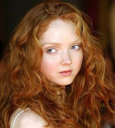 Lily Cole I really like her hair color. Lily Cole, Pale Skin Makeup, Color Del Pelo, Red Hair Woman, Beauty And Fashion, Girls With Red Hair, Gorgeous Redhead, Redhead Girl, Auburn Hair