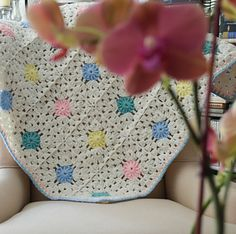 Circle in a Square Baby Blanket, #crochet pattern and join-as-you-go photo #tutorial by @ucrafter for sale on Ravelry