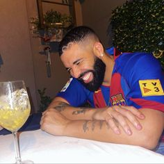 Cat In Spanish, Aubrey Drake, Hip Hop Quotes, Hip Hop Artists, Fc Barcelona, Reaction Pictures, Rapper, Leo, Budgeting