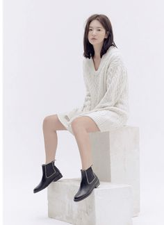 Song Hye Kyo For Suecomma Bonnie Korean Actresses, Actors & Actresses, Song Hye Kyo Style, Muse Songs, Autumn In My Heart, Black Suede, Black Leather, Co Design, Brand Ambassador