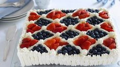Large and juicy soft cake with juicy carrot. Decorated with cream and fresh berries in the colors of American Cheesecake, Norwegian Food, Scandinavian Food, Birthday Desserts, 80th Birthday, Cake Cover, Elegant Cakes, International Recipes, Let Them Eat Cake