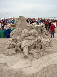 """The Official Site of Israel IZ Kamakawiwo`ole – This is the place for everything """"IZ"""" Music, Stories, Videos. Snow Sculptures, Sand Sculpture, Earth Wind & Fire, Snow Art, Grain Of Sand, Art Festival, Beach Art, Surfing, Fan Art"""