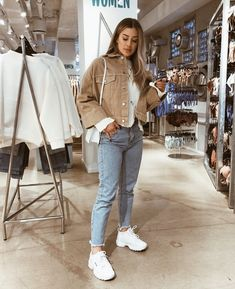 Autumn outfits Trendy outfits ideas for Winter style outfits Women Fashion Winter Outfits Fall Style Fashion Outfits Mode Outfits, Trendy Outfits, Winter Outfits, Summer Outfits, Winter Night Outfit, Fashion Killa, Look Fashion, Fashion Days, Fashion Shirts