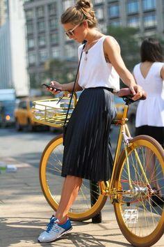 Cómo llevar una midi skirt tipo A