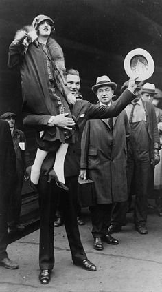 boxer Jack Dempsey in Chicago, hoisting his wife, Estelle Taylor, on his right shoulder, April 22, 1925