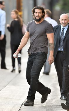 mens_fashion - Jason Momoa remains coy about playing Aquaman in Man Of Steel sequel Jason Momoa Aquaman, Mein Style, Poses For Men, Men Street, Beard Styles, Hair Styles, Mens Clothing Styles, Gorgeous Men, Beautiful