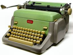 Another awesome retro vintage typewriter Royal Typewriter, Antique Typewriter, Retro Typewriter, Learn To Type, Cassette Vhs, Vintage Typewriters, I Remember When, Photo Memories, The Good Old Days