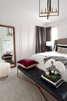 14 Fabulous Rustic Chic Bedroom Design and Decor Ideas to Make Your Space Special - The Trending House Contemporary Bedroom, Modern Bedroom, Bedroom Ottoman, Ottoman Bench, Tufted Bench, Interior Design Trends, California Bedroom, Romantic Bedroom Decor, Décor Antique