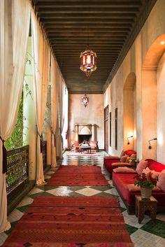 El Fenn in the Medina of Marrakech is a luxury boutique riad hotel. El Fenn hotel in Marrakech offers stylish rooms & hip suites + a rooftop restaurant. Moroccan Design, Moroccan Decor, Moroccan Style, Interior Garden, Home Interior, Interior And Exterior, Islamic Architecture, Interior Architecture, Outdoor Spaces