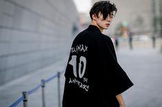 Seoul fashion week shared by noeliably on we heart it Boys Korean, Hot Korean Guys, Asian Boys, Asian Men, Korean Fashion Kpop, Korean Fashion Winter, Korean Fashion Casual, Korean Street Fashion, Yuri