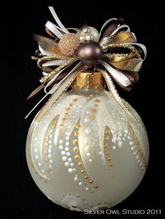 Use fabric paint Absolutely gorgeous Christmas ornament. Could paint this in the black and white motif. Painted Christmas Ornaments, Hand Painted Ornaments, Noel Christmas, Handmade Christmas, Christmas Tree Ornaments, Christmas Decorations, White Christmas, Christmas Projects, Holiday Crafts
