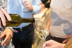 Johannisberg I Kellerei Mageran, Leuk VS White Wine, Red Wine, Vs, Food Lab, Marmite, Alcoholic Drinks, Glass, Shopping, Foods