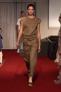 Symonds Pearmain Spring 2020 Ready-to-Wear Fashion Show - Vogue Live Fashion, Fashion 2020, Fashion Trends, Ladies Fashion, Fashion Inspiration, Vogue Paris, Backstage, Singer Fashion, Vogue Mexico