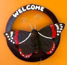 Tire Butterflies and Bird Feeders Diy Garden Projects, Garden Crafts, Projects To Try, Tired Animals, Tire Craft, Reuse Old Tires, Tire Planters, Recycled Art, Bird Feeders