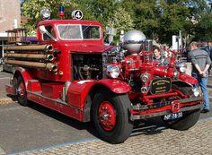 1927 Ahrens Fox brandweerwagen ( No.4 ) ...  =====>Information=====> https://www.pinterest.com/dwarner206/fire-trucks/