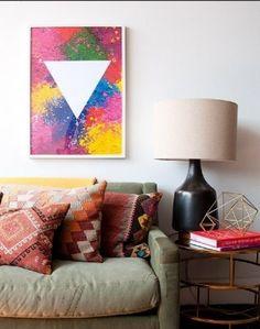 Bank met daarboven een schilderij met gallexy print. Door griffioendor
