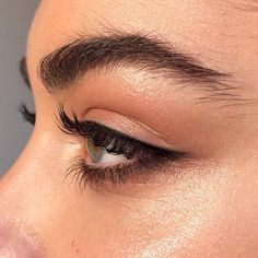 I hate feathered brows but this eye look is cute & simple